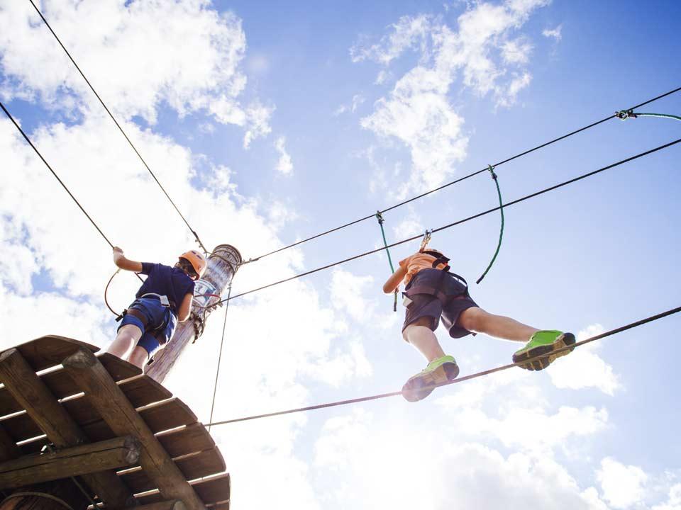 klimpark-klimmen-KlimAvontuur-Meppel-02_Bad-Hesselingen-Meppel_zwembad-sauna-speeltuin-klimpark