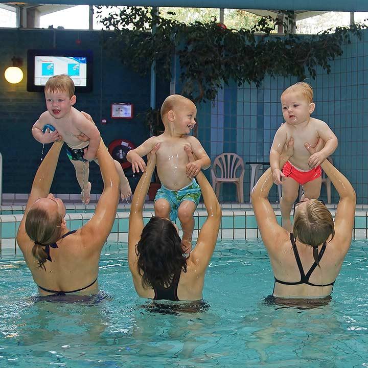 baby-peuter-zwemmen_SQ-02_Bad-Hesselingen-Meppel