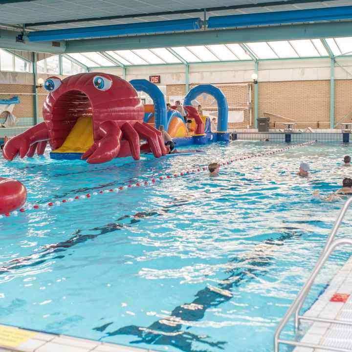 wedstrijdbad waterattractie banen vierkant.01 jpg
